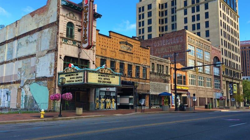 Gataplats med den gamla medborgerliga teatern i Akron, Ohio royaltyfria foton