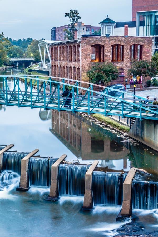 Gataplatser runt om nedgångar parkerar i greenville South Carolina royaltyfria bilder