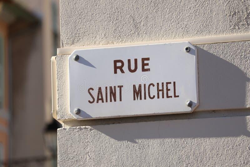 Gataplatta av Rue Saint Michel i Frankrike arkivbilder