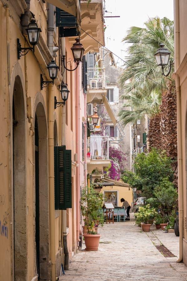 Gatasidokafé i den gamla staden Korfu fotografering för bildbyråer