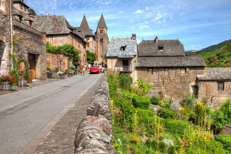 Gatasikt av Conques Frankrike royaltyfria foton