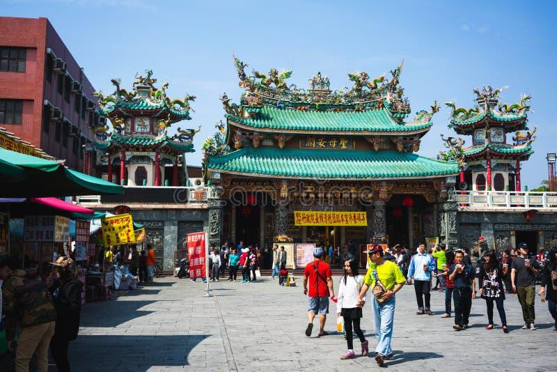 Gatasikt av den Anping kaitaimatsu templet under kinesiska berömmar för nytt år i det Anping området arkivbilder