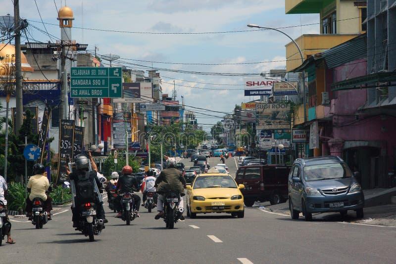Gatasikt av den Pekanbaru staden royaltyfria foton