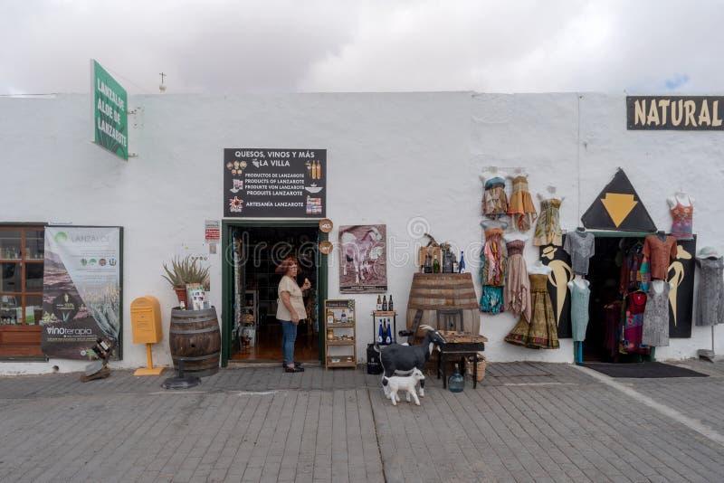 Gatasikt av den Teguise staden, Lanzarote ö, Spanien arkivfoton