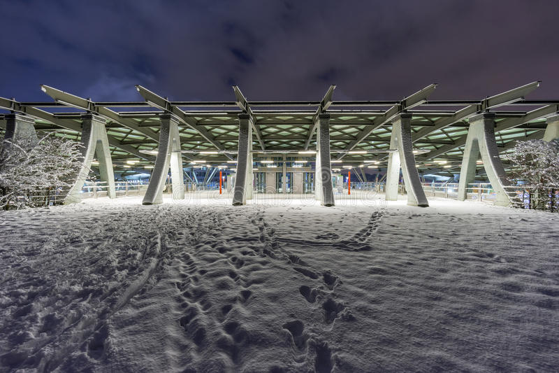 Gatasikt av Hannover på vinteraftonen arkivfoto