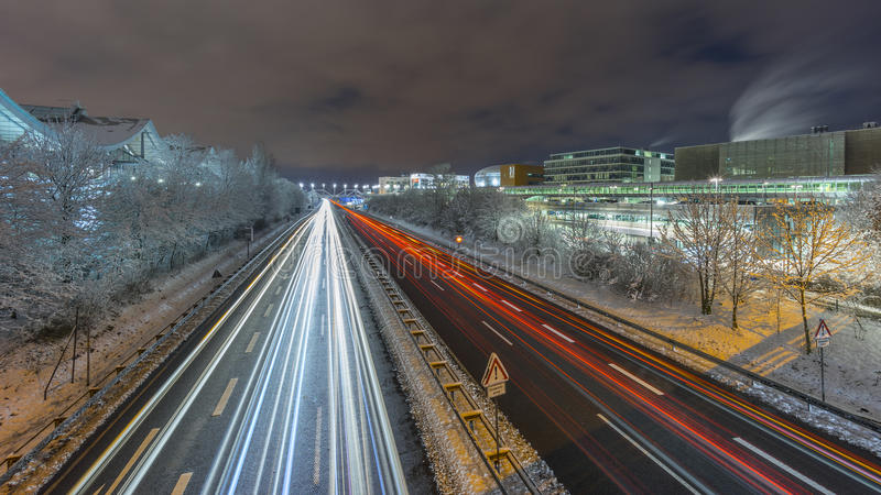 Gatasikt av Hannover på vinteraftonen royaltyfria foton