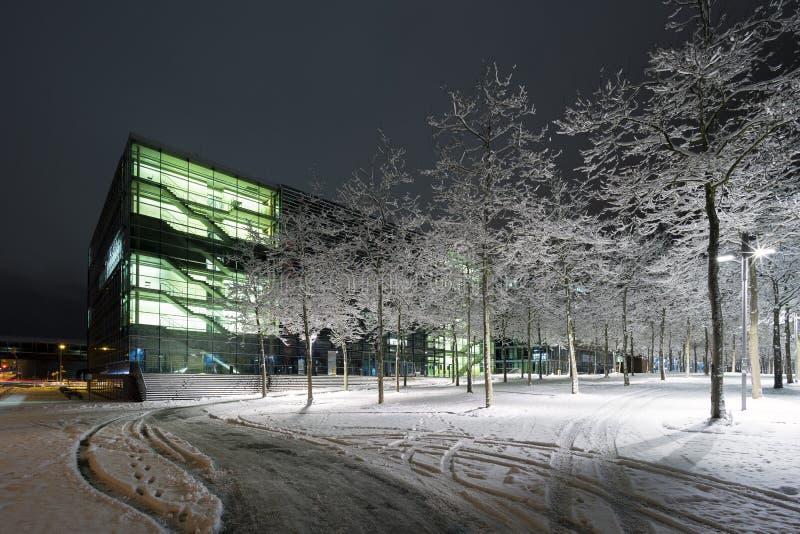 Gatasikt av Hannover på vinteraftonen arkivbild