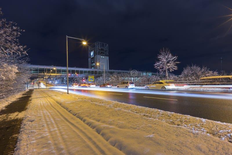 Gatasikt av Hannover på vinteraftonen royaltyfri foto