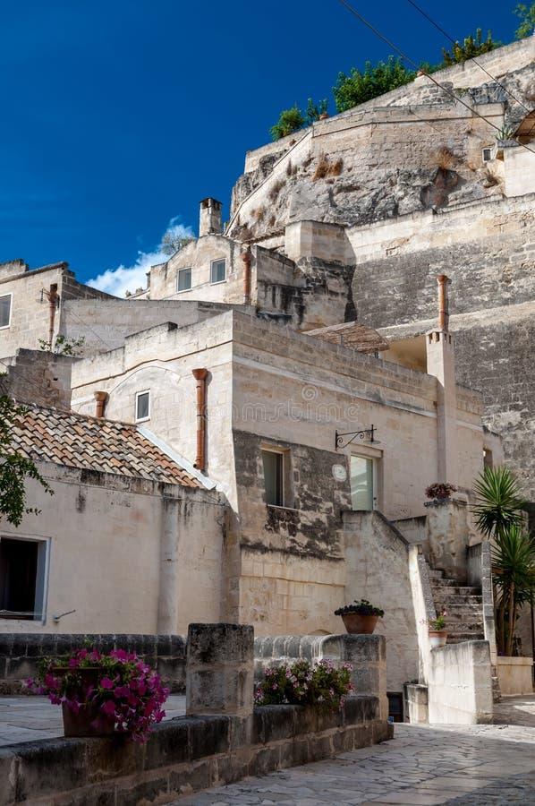 Gatasikt av Sassi di Matera den forntida staden royaltyfri foto