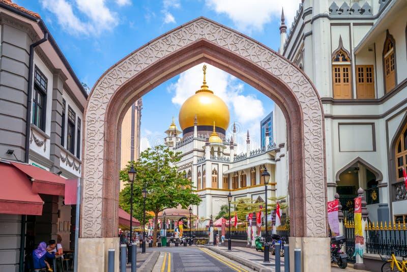 Gatasikt av singapore med den Masjid sultan arkivbild