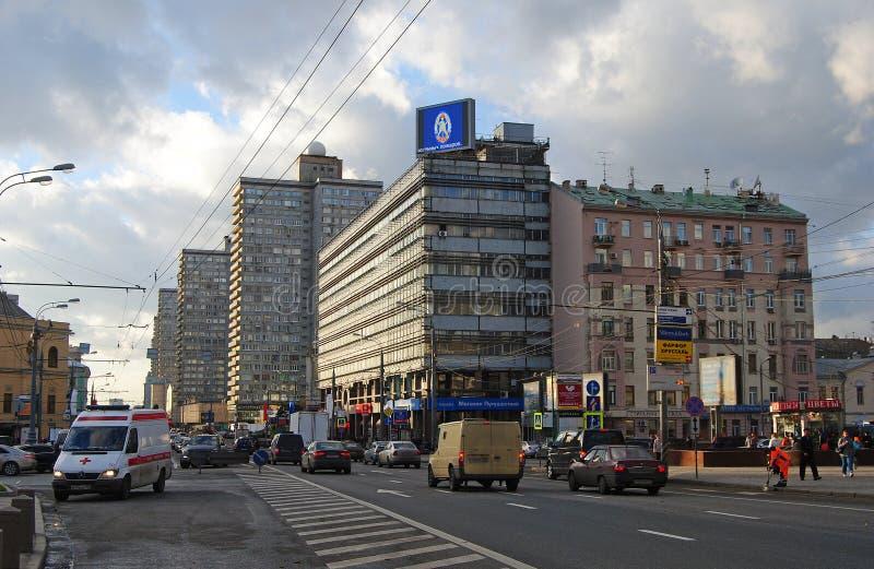 Gatasikt från Noviy Arbat i Moskva royaltyfria bilder