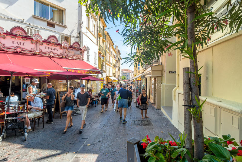 Gatasikt i Antibes den gamla staden, Frankrike arkivfoto