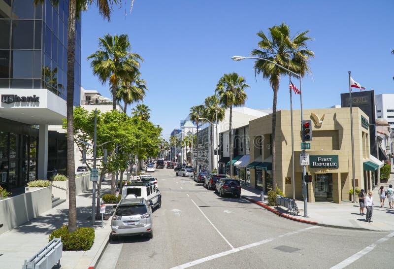 Gatasikt i Beverly Hills på den Wilshire blvden - LOS ANGELES - KALIFORNIEN - APRIL 20, 2017 fotografering för bildbyråer