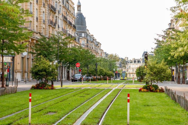 Gatasikt i den Reims staden, Frankrike royaltyfri fotografi