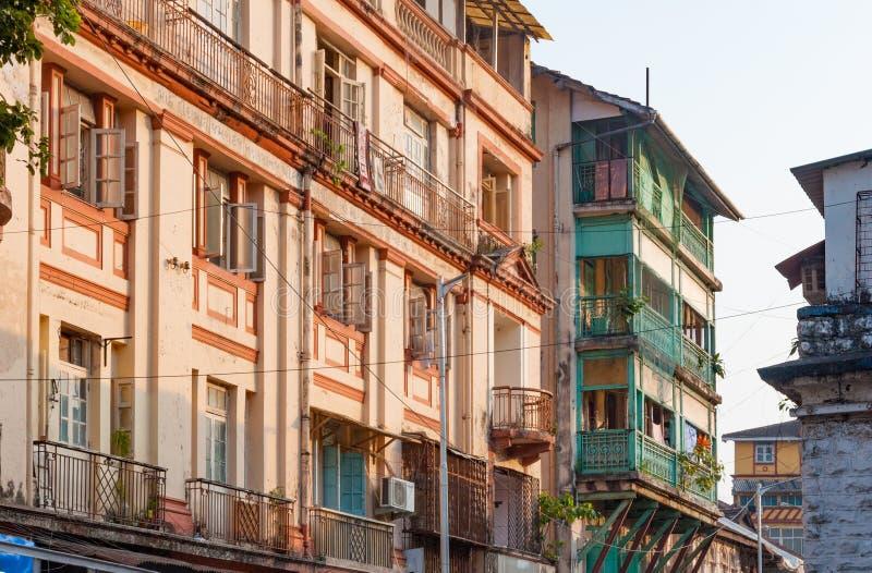 Gatasikt nära Grant Road Mumbai, Indien royaltyfria foton