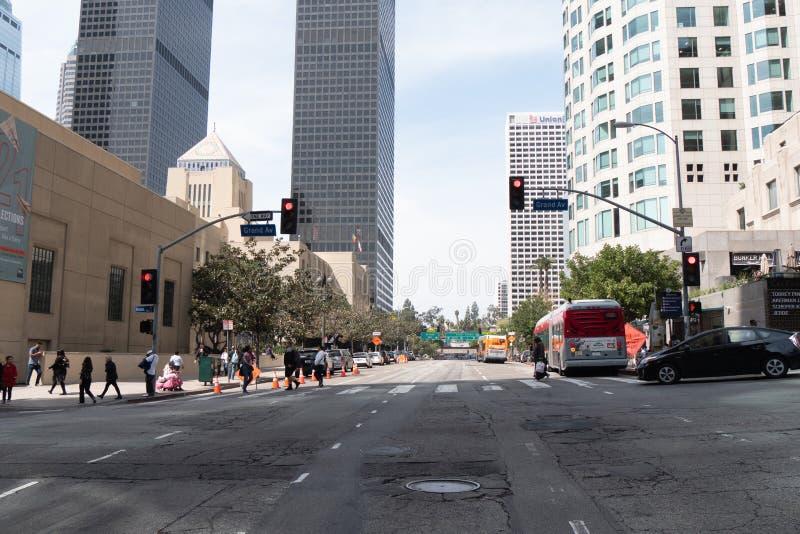 Gatasikt på Los Angeles den i stadens centrum mitten - KALIFORNIEN, USA - MARS 18, 2019 royaltyfria foton