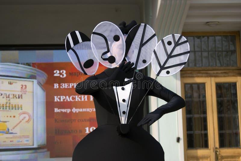 Gataskådespelare utför i eremitboningträdgård i Moskva royaltyfri foto