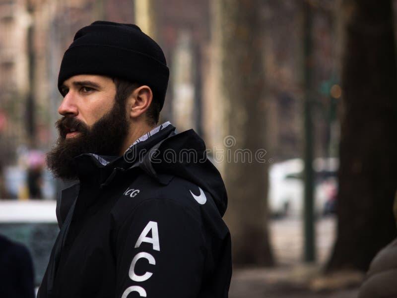 Gatastil under Milan Fashion Week för nedgången/vintern 2015-16 fotografering för bildbyråer