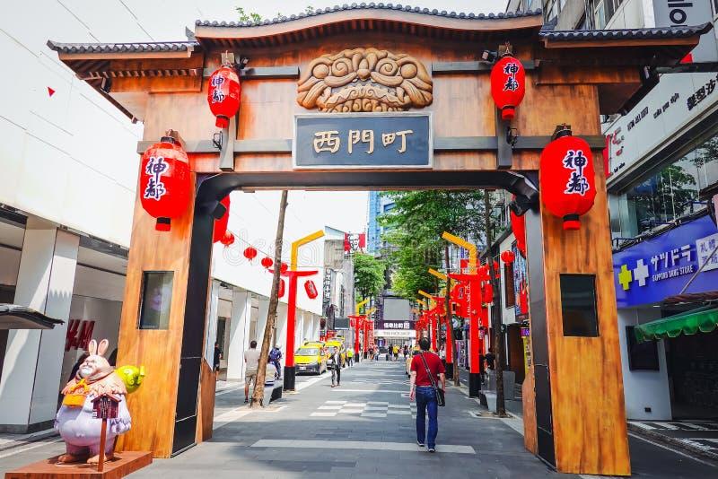 gatataiwan sikt Ximending är en grannskap och ett shoppaområde i det Wanhua området av Taipei arkivfoton