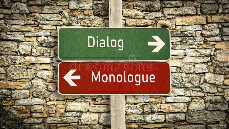 Gatatecken att f?ra dialog kontra monologen arkivfoto
