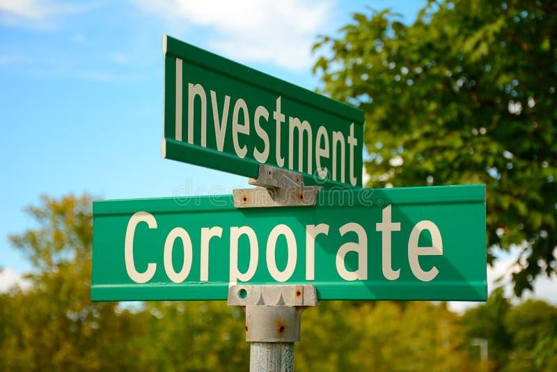 Gatatecken av den företags investeringen royaltyfria foton