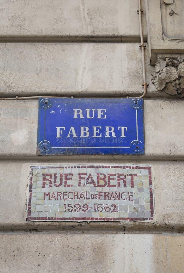 Gatatecken för Rue Fabert i Paris, Frankrike arkivfoto