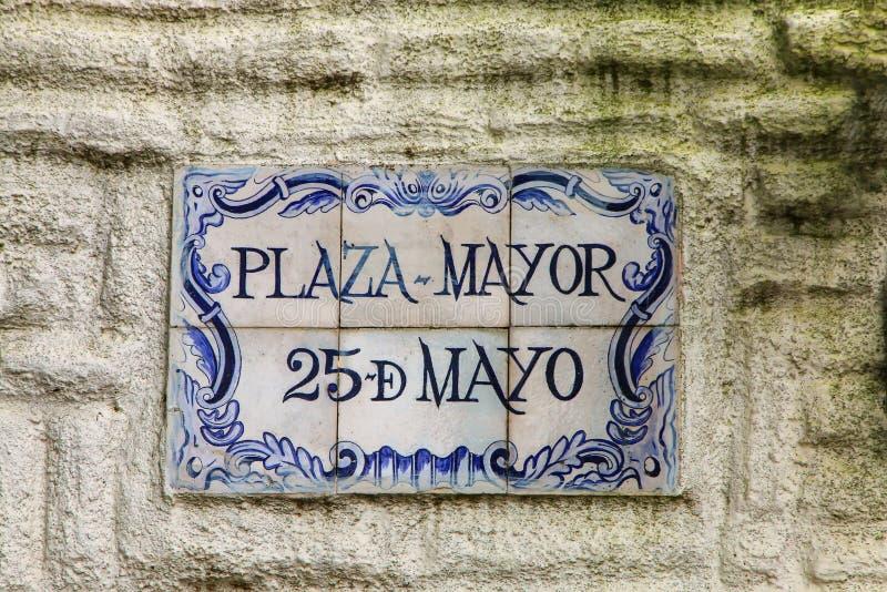 Gatatecken på en stenvägg i Colonia del Sacramento, Uruguay fotografering för bildbyråer
