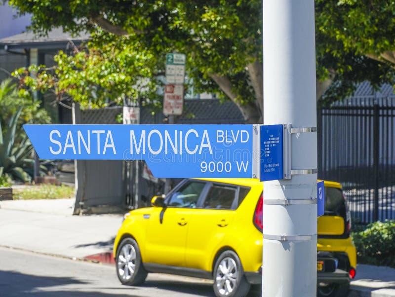 Gatatecken Santa Monica Blvd i Beverly Hills - LOS ANGELES - KALIFORNIEN - APRIL 20, 2017 fotografering för bildbyråer