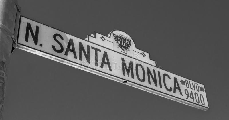 Gatatecken Santa Monica Boulevard i Beverly Hills - KALIFORNIEN, USA - MARS 18, 2019 royaltyfri foto