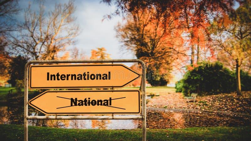 Gatatecken till internationellt kontra nationellt arkivbilder