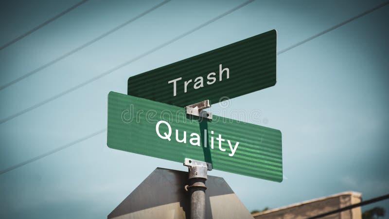 Gatatecknet till kvalitet kasserar kontra arkivbild
