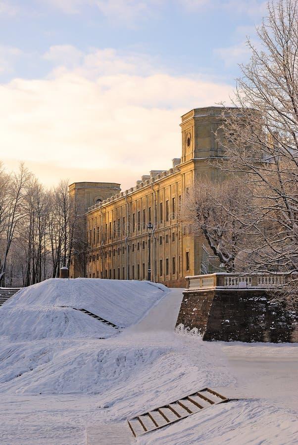 Gatchina slott i vinter nära St Petersburg, Ryssland royaltyfria bilder