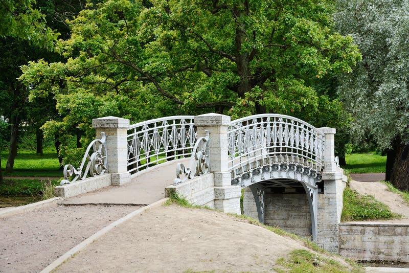 Gatcina, un ponte nel parco fotografia stock libera da diritti