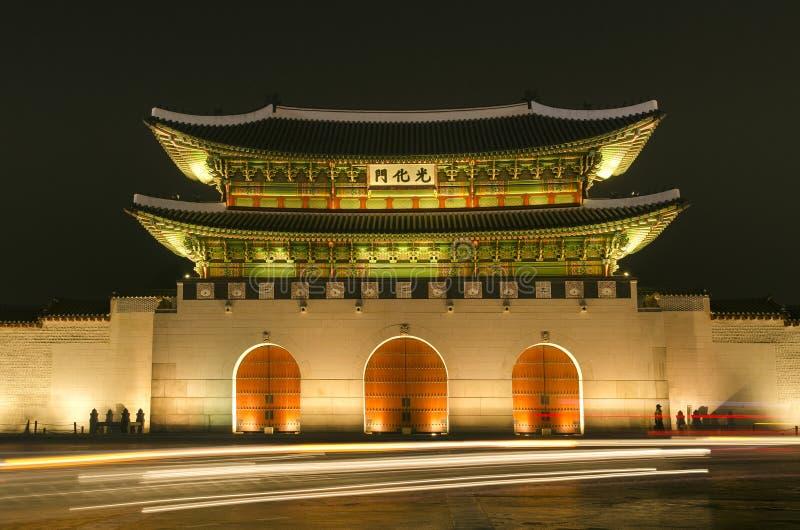 gate gwanghwamungyeongbokgungslotten seoul royaltyfri fotografi