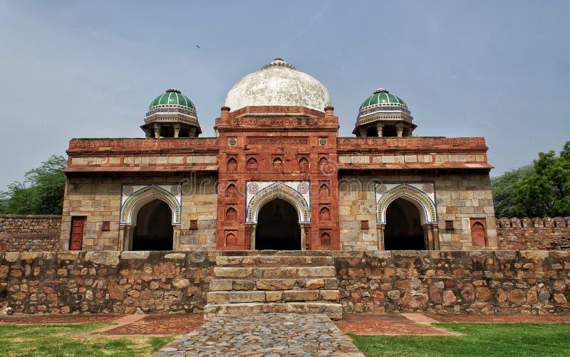 Gate of Isa Khan`s Tomb, Delhi Indien stockbilder