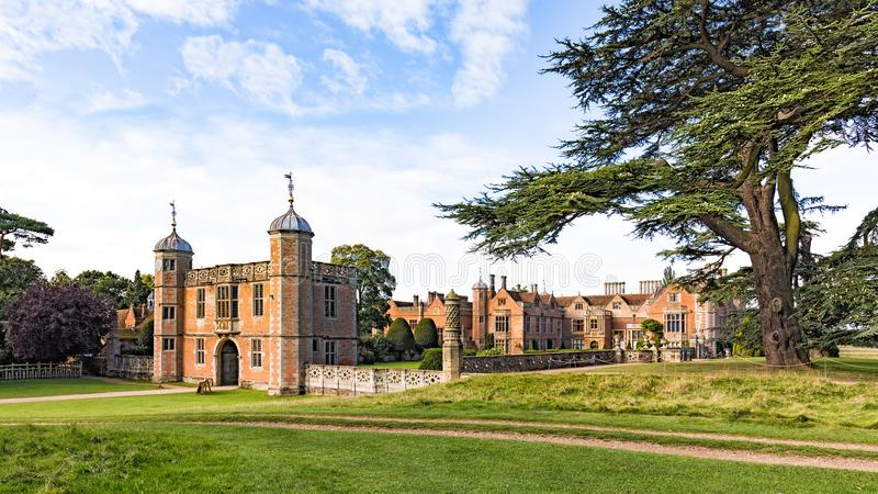 Gatehouse, Charlecote-Huis, Warwickshire, Engeland royalty-vrije stock afbeeldingen