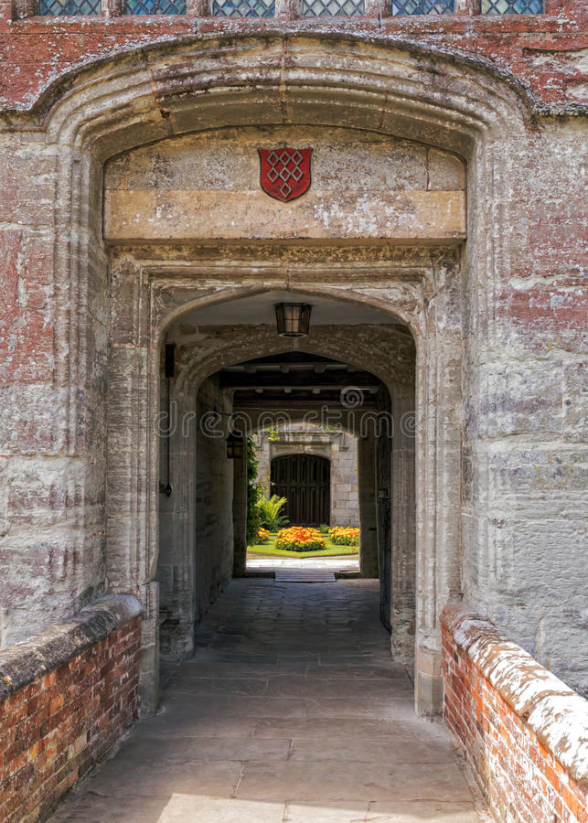 Download Gatehouse-Eingang, Baddesley Clinton Manor House, Warwickshire Stockbild - Bild von grenzstein, clinton: 96927137