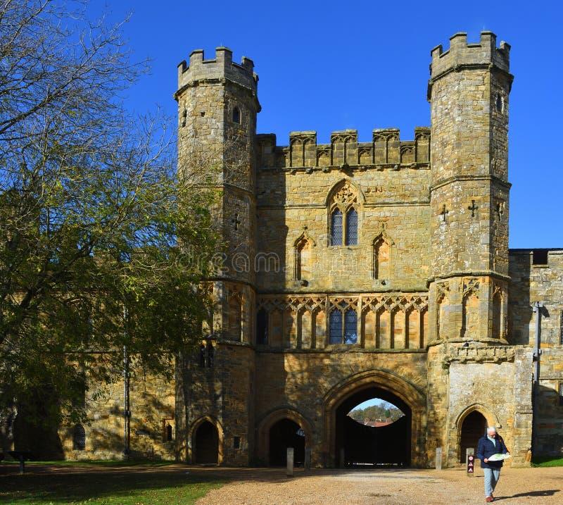 Gatehouse van Slag Abbey East Sussex bouwde op de plaats van de Slag Hastings voort stock afbeelding