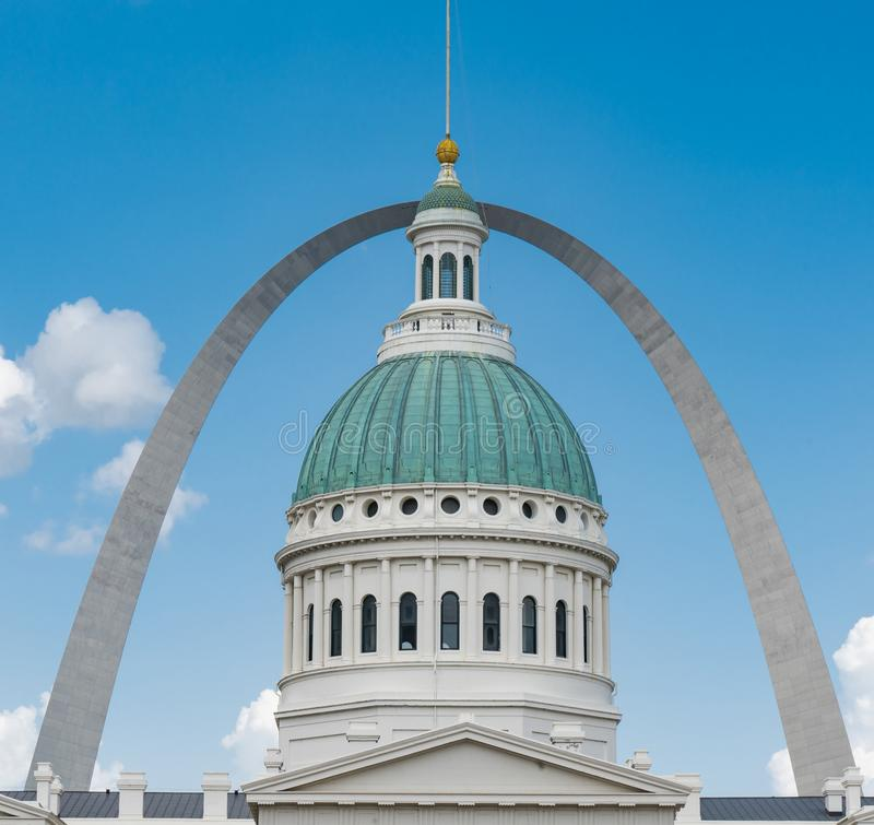 Gateway Arch and Old Saint Louis County Courthouse stock image