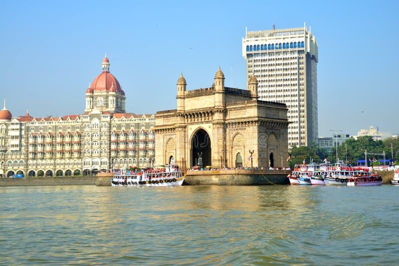 Gateway van India, Mumbai met Taj Hotel bij de achtergrond royalty-vrije stock foto's