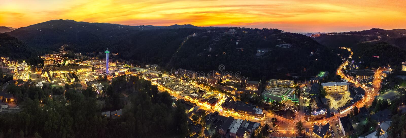 Gatlinburg, TN城市视图日落 免版税库存照片