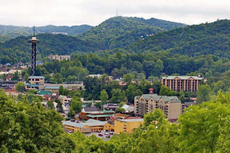 Gatlinburg, TN et Great Smoky Mountains en été image libre de droits
