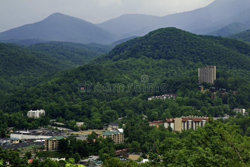 Gatlinburg, TN et montagnes fumeuses images libres de droits