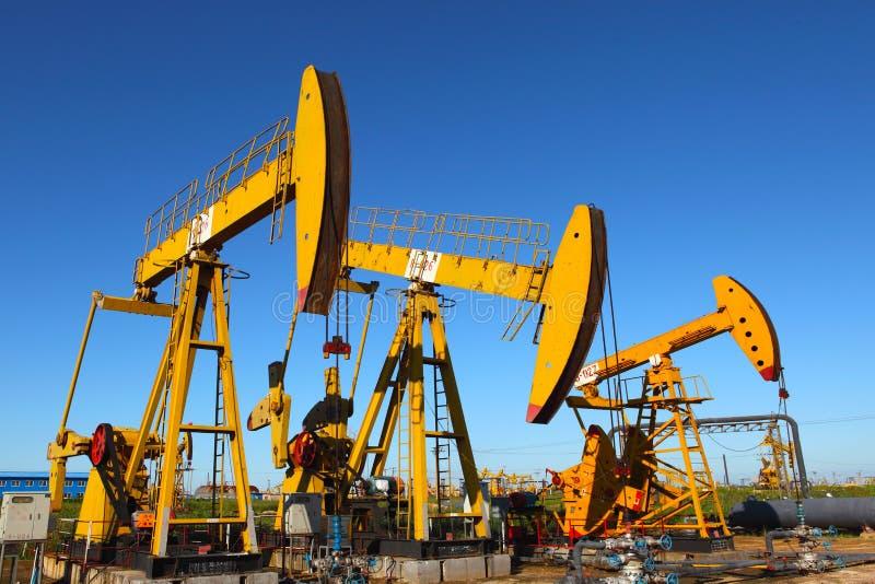 Gato de la bomba de petróleo imagenes de archivo
