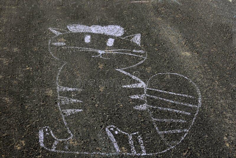 Gato, dibujo de tiza en el asfalto fotos de archivo