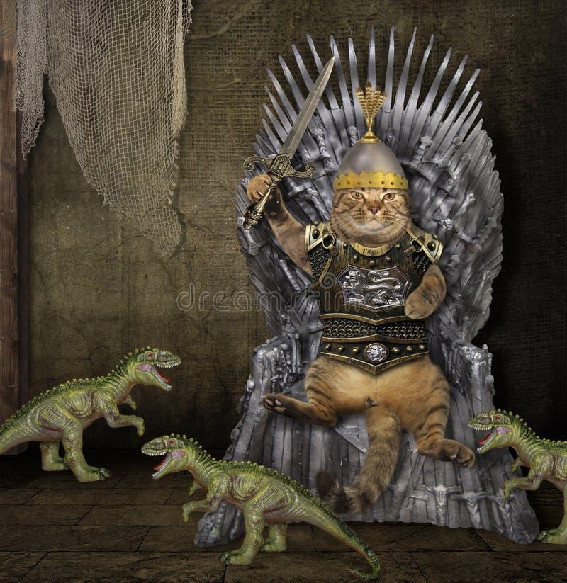 Gato no trono e nos dragões do ferro fotografia de stock royalty free