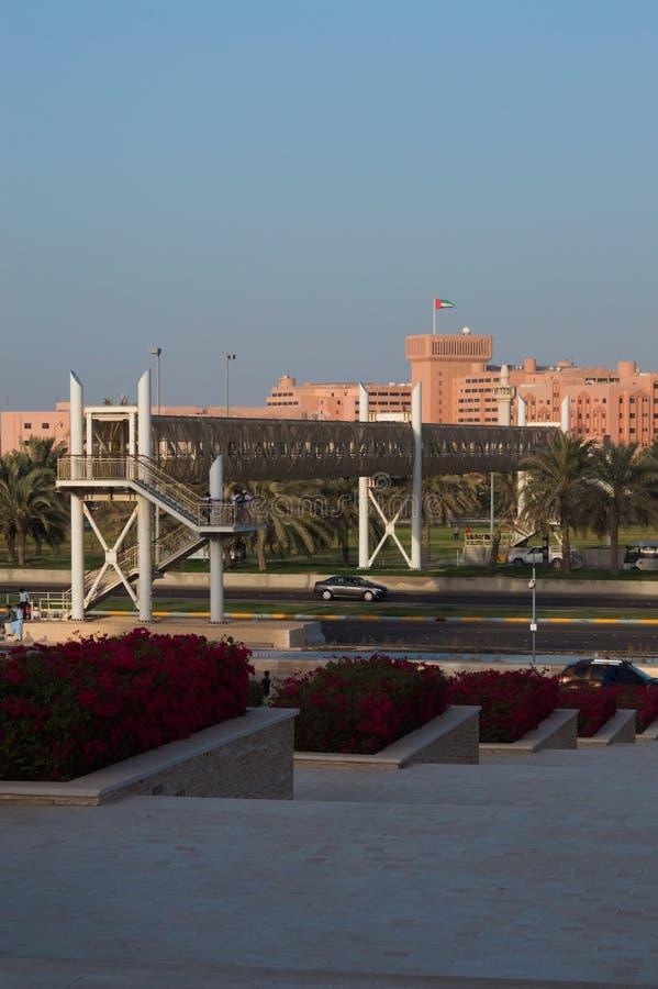 Gator av Abu Dhabi på dagen, huvudstad av Förenade Arabemiraten arkivfoton