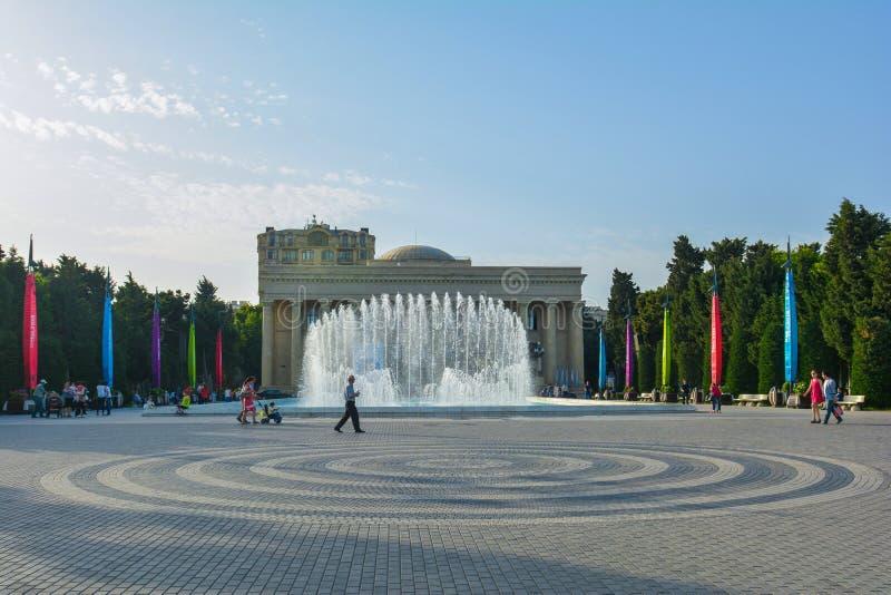 Gator av Baku, den 1st europén spelar i Baku, springbrunnar på invallningen royaltyfri foto