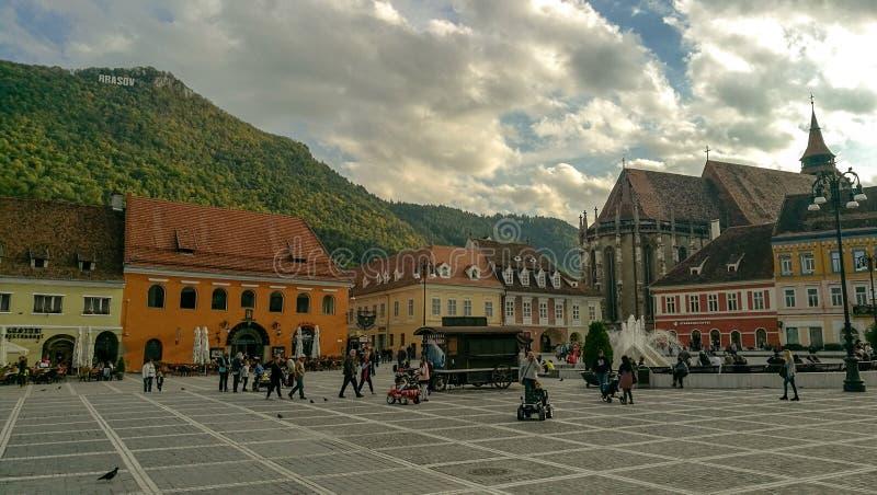 Gator av Brasov den gamla staden royaltyfria bilder