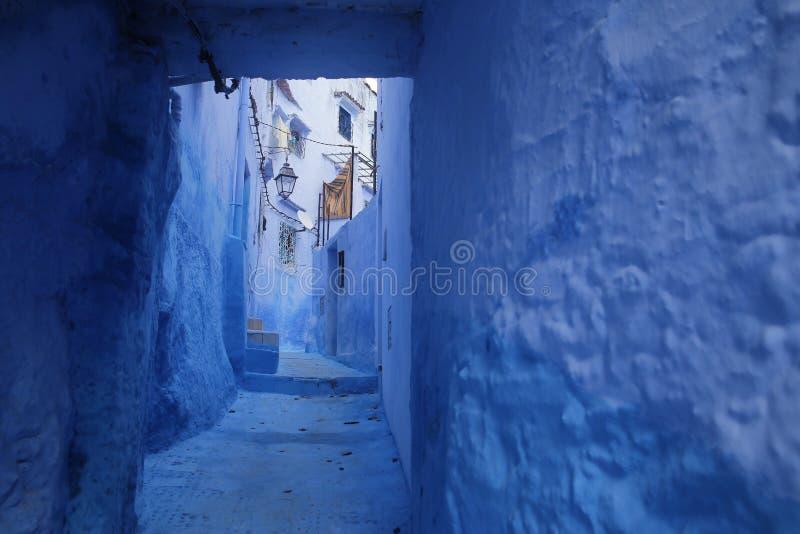 Gator av Chefchaouen Marocko royaltyfri foto